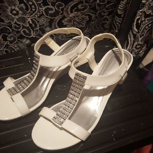 Nice dress sandels  mini heel